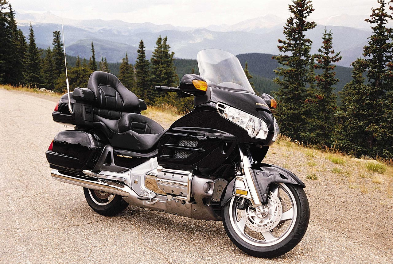 HONDA-GL1800-GoldWing